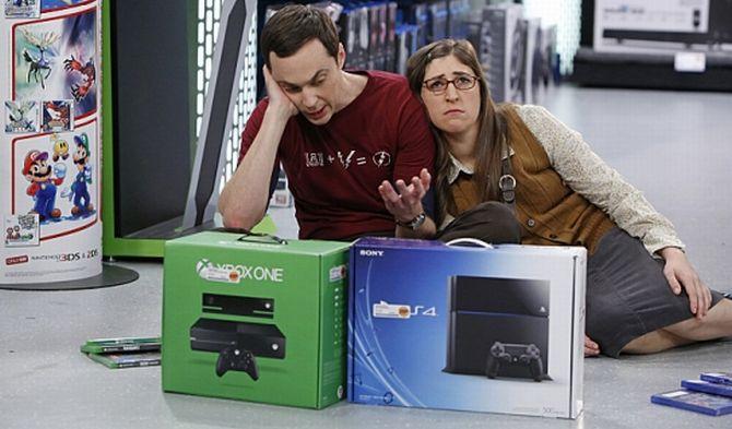 Random Time! Sheldon's Qual der Wahl zwischen der Xbox One und PlayStation 4 (Big Bang Theory)